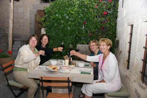 Foto: Unsere Gäste - Herzlichen Glückwunsch zum Geburtstag / ASMALI CAVE HOUSE Kleines Höhlen Hotel in Kappadokien, der Insider Tipp für den individuellen Urlaub in der Türkei