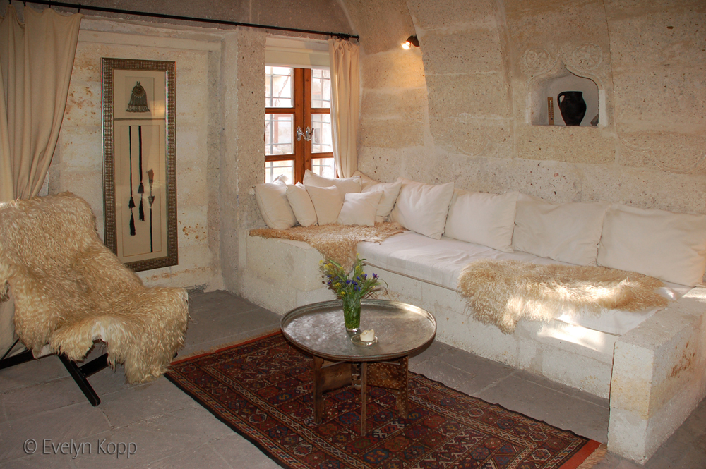 Photo: Livingroom of Suite Asmalı Odalar - ASMALI CAVE HOUSE Boutique and Cave Hotel in Cappadocia, the insider tip for your individual holidays in Turkey