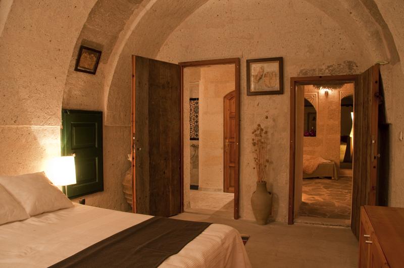 Schlafzimmer der Suite Asmali Odalar, ASMALI CAVE HOUSE Höhlen Hotel in Kappadokien, Türkei