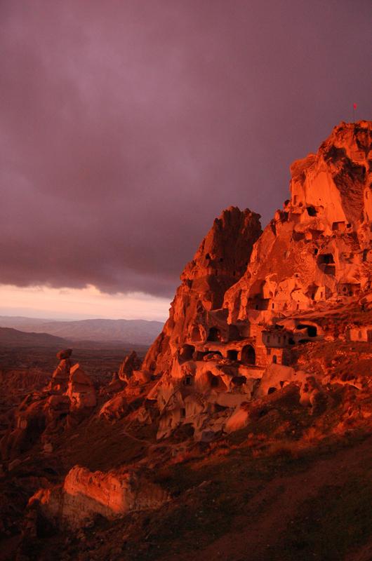 Foto: Burgberg von Uchisar, höchster Punkt Kappadokiens (Photo by Evelyn Kopp, ASMALI CAVE HOUSE Höhlen Hotel in Kappadokien - Türkei