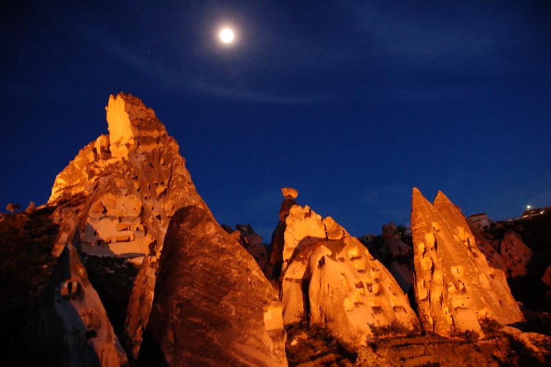 Foto: Der Burgberg von Uchisar in Kappadokien, Türkei