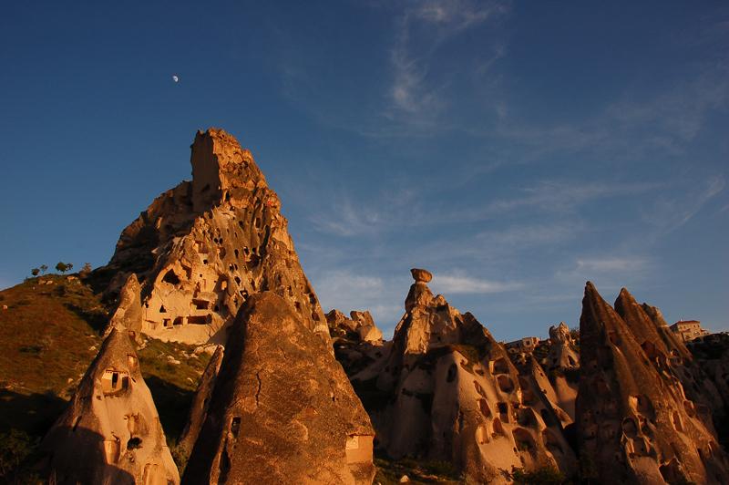 Fotoğraf | Kapadokya'da Uçhisar kasabası - Kale | Foto by Evelyn Kopp | ASMALI CAVE HOUSE | Küçük Kaya Otel