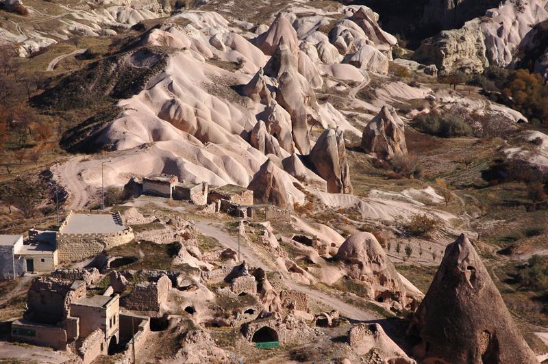 Fotoğraf | Kapadokya'da Uçhisar kasabası - Han Mahalle | Foto by Evelyn Kopp | ASMALI CAVE HOUSE | Küçük Kaya Otel