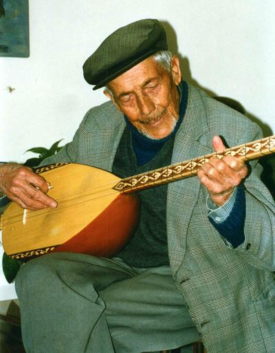 Hasan Ali Bey - Bewohner Uchisars in Kappadokien, Türkei - Sazspieler