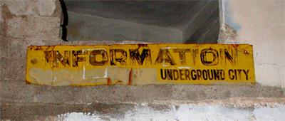 Foto Schild zur Unterirdischen Stadt Mazata in Kappadokien, Türkei