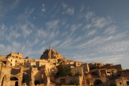 Foto: Burgberg von Uchisar - Blick von der Terasse der Suite Sirahane ASMALI CAVE HOUSE Kleines Höhlen Hotel in Kappadokien, Türkei