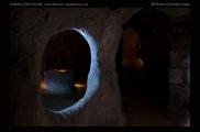 Foto: Licht und Dunkel | Underground City | © Evelyn Kopp | ASMALI CAVE HOUSE | Höhlenhotel in Kappadokien, Türkei