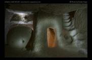 Foto: Licht und Dunkel | Ortahisar | © Evelyn Kopp | ASMALI CAVE HOUSE | Höhlenhotel in Kappadokien, Türkei