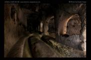 Foto: Licht und Dunkel | Keslik Kloster | © Evelyn Kopp | ASMALI CAVE HOUSE | Höhlenhotel in Kappadokien, Türkei