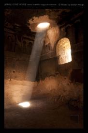 Foto: Licht und Dunkel | Gülsehir | © Evelyn Kopp | ASMALI CAVE HOUSE | Höhlenhotel in Kappadokien, Türkei