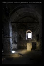 Foto: Licht und Dunkel | Cemilköy | © Evelyn Kopp | ASMALI CAVE HOUSE | Höhlenhotel in Kappadokien, Türkei